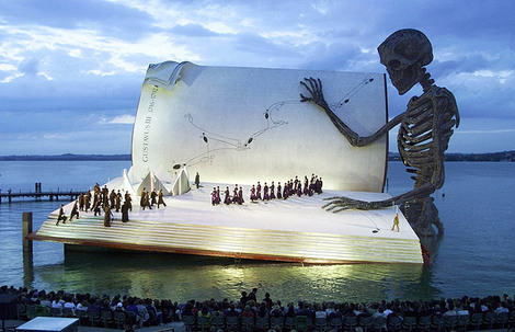 Aida_on_the_floating_stage